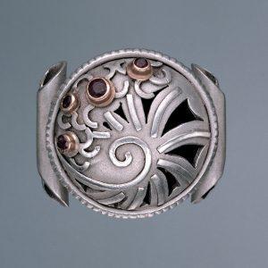 Der klingende Unikat Ring | Silber, Rubine und Diamanten, gefüllt mit Silberkugeln | Anina Caracas Düsseldorf