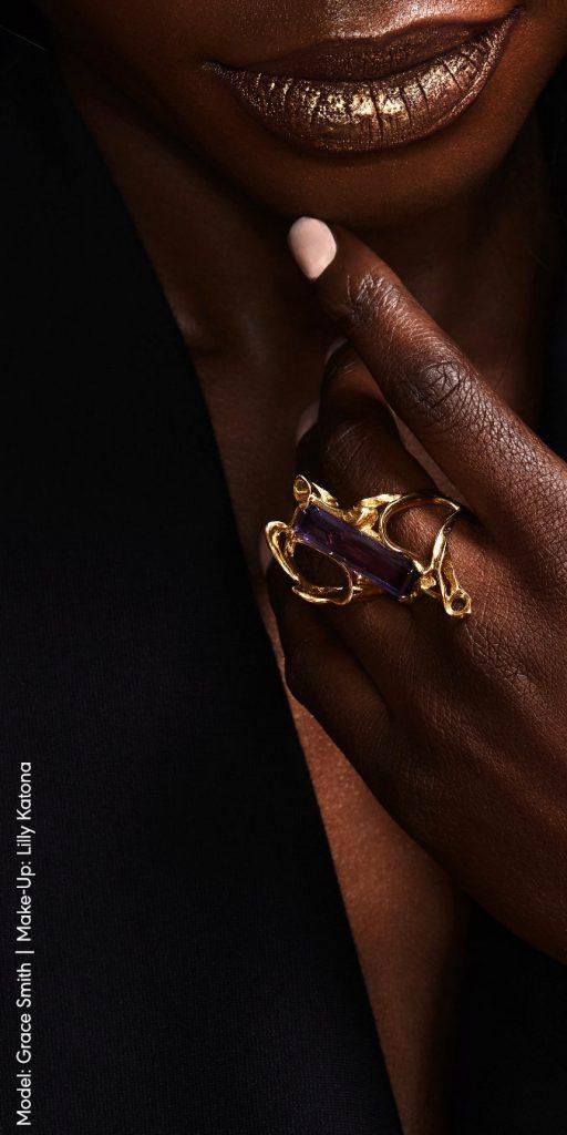 Unikat Schmuck aus Düsseldorf | Goldener Ring mit Amethyst | Der besondere Ring für die Abendgarderobe
