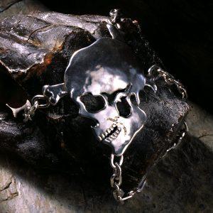 Unikatschmuck aus Düsseldorf   Handschmuck / Armband Totenkopf Jimmys Jewellry   Silber   Anina Caracas