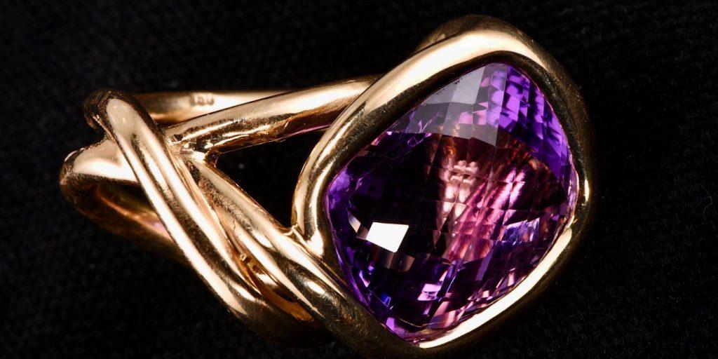 Aufwendiger handgeschmiedeter Unikat Ring | Ring Liz Laylor aus Gold und Amethyst | Künstlerschmuck aus Düsseldorf Anina Caracas