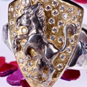Unikatschmuck aus Düsseldorf   Wappenring   Gold, Silber, Diamanten und Saphire   Anina Caracas Düsseldorf